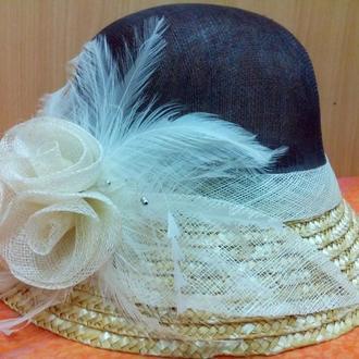 Женская шляпа из натуральной соломы с розочками