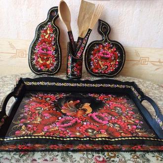 Кухонный набор: Поднос, разделочные доски, лопатка, ложка, вилка. Петриковская роспись,