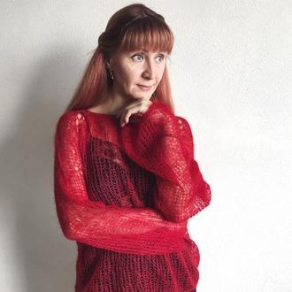 Яркий красный оверсайз свитер из тончайшего кид-мохера на шелке