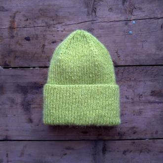 В'язана шапка жовто-салатового кольору