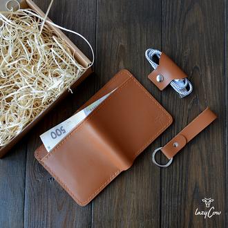 Мужской кошелек двойного сложения из натуральной кожи цвета карамель