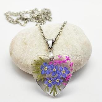 Кулон сердце из ювелирной смолы с натуральными цветами внутри
