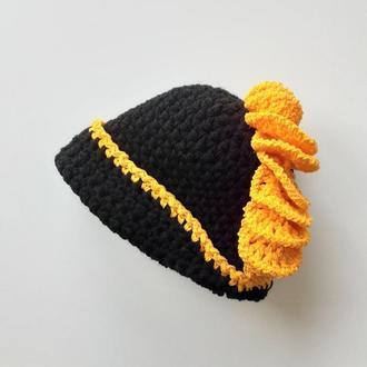 Шляпка клош чёрная с ярко жёлтой рюшей Шляпка клош в стиле ретро 1920 года