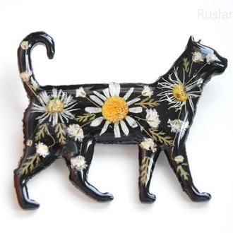 Брошь черная кошка Украшение с настоящими цветами в смоле Эпоксидная смола Сухоцветы Подарок маме
