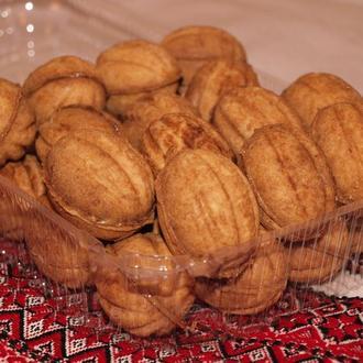 Домашние трубочки, орешки со сгущенкой.