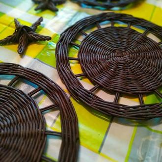 Сервировочные плетеные подставки под тарелки ручной работы из бумажной лозы