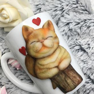 Рыжий кот на чашке