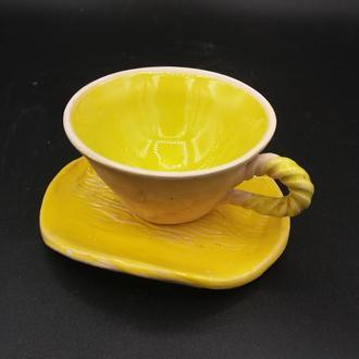 чашка с блюдцем.