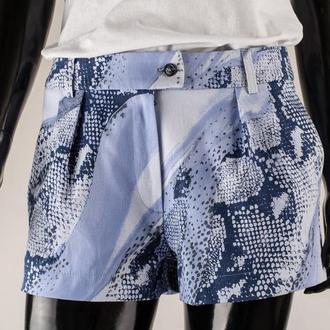 Шорты женские джинсовые голубые с карманами.