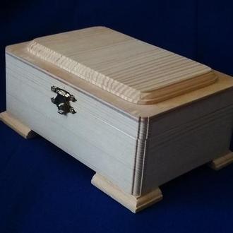 Скриньки для декору з деревини з накладками на ніжках
