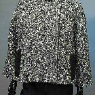 Пальто-жакет женское, шерстяное, черное, двубортное, на копках, на утеплителе.