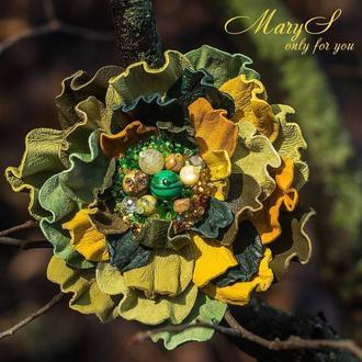 Цветочная брошь под заказ, из итальянской кожи и натуральных камней