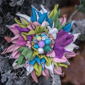 Брошь-цветок к 8 марта, из мягкой итальянской кожи и натуральных камней