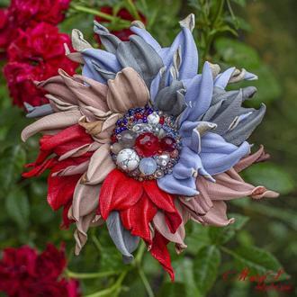 Брошь-цветок из итальянской кожи и натуральных камней, под заказ