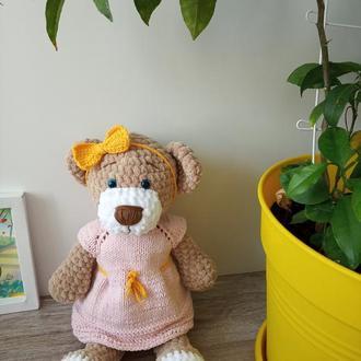 Плюшевый медвежонок. Вязаная мишка в платье