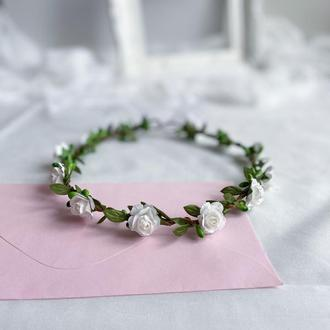 Білий вінок з трояндами для першого причастя і нареченій.