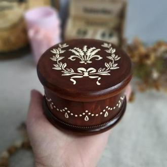Круглая шкатулочка для украшений , колец с лавандой