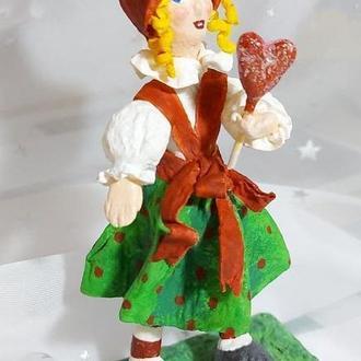 Игрушка  из  ваты  Валентинка  с  леденцом