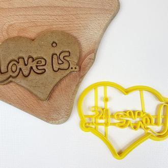 Вырубка Сердце Love is ... (10 х 8 см)