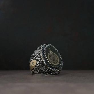 Мужское кольцо с гравированным камнем тиснение рисунок ручной работы по эскизу на заказ