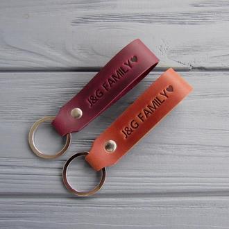 Парные именные брелки из натуральной кожи_кожаные брелки для ключей