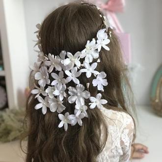 Вінок для першого причастя з білими квітами та нареченій