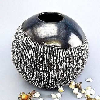 Ваза для цветов керамическая черно-белая, высота 19 см.