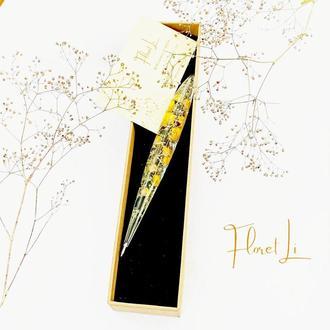Подарочная ручка с настоящими цветами внутри