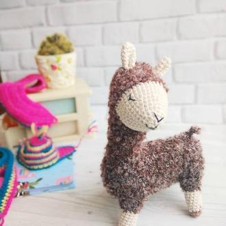 Лама игрушка вязаная