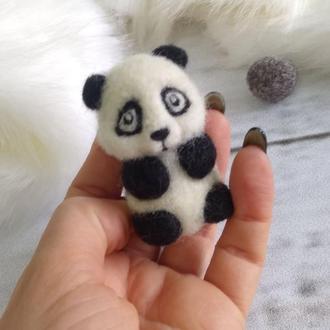 Валяная панда- брошка из натуральной шерсти
