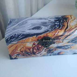 Деревянный сундук в технике декупаж с ковриком и рисунком внутри