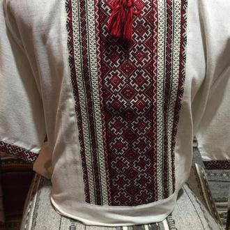 Стильна вишиванка ручної вишивки на сірому льоні.
