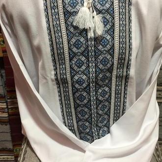 Стильна чоловіча вишиванка на білому домотканому полотні. ТМ Савчук Вишивка.