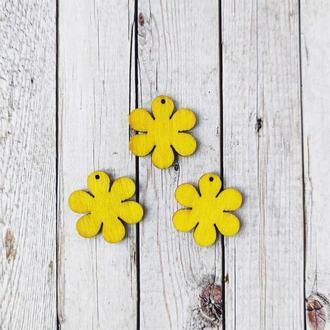 Цветок деревянный желтый 3*3 см. 1 шт