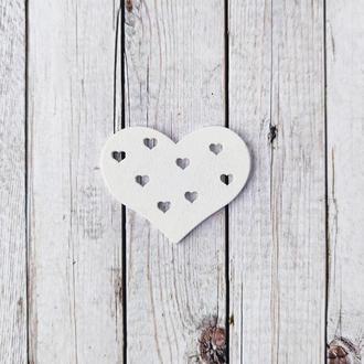 Сердце деревянное резное белое 4,5*5 см. 1 шт