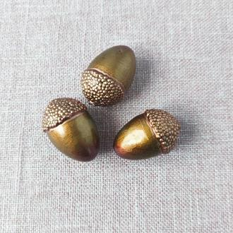 Желудь декоративный светло-коричневый. 5*3 см. 1 шт
