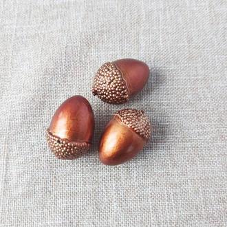 Желудь декоративный коричневый 5*3 см. 1 шт