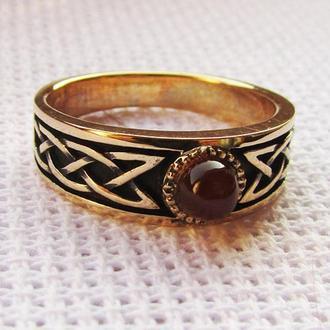 Плетеное кольцо с сердоликом