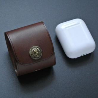Кожаный чехол с клапаном на кнопке для наушников AirPods 1 и 2 версий
