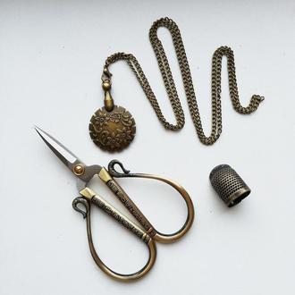 Набор аксессуаров для вышивки: ножницы, нитеобрезчик-кулон, наперсток