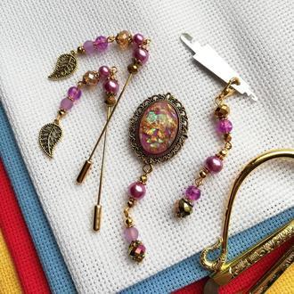 Набор аксессуаров для вышивки Violet: счетные иглы, игольница, нитевдеватель c маячком