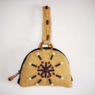 Вязаная сумка клатч из джута и бусин