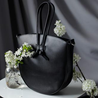 Женская сумка черного цвета  из натуральной глянцевой кожи