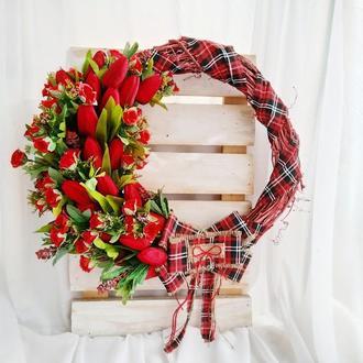 Красный венок, венок с тюлпанами, весенний венок, декор на 14 февраля, венок с цветами, летний венок