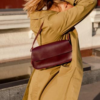 Небольшая стильная женская сумка багет из натуральной кожи ручной работы