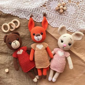 """Комплект вязаных игрушек """"Белочка, мишка, зайчик в платьях"""""""