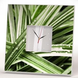 """Интерьерные часы  """"Зеленые листья и капли"""""""