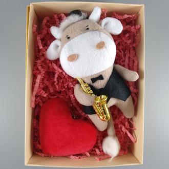Подарунковий набір бик з саксофоном і брелок серце