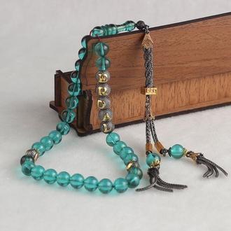 Особый дизайн четок из серебра с натуральными камнями светло зеленый янтарь с позолоченными буквами