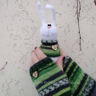 """подарунковий комплект : рукавички-мітенки """"смугасті зелені"""" + зайчик іграшка"""